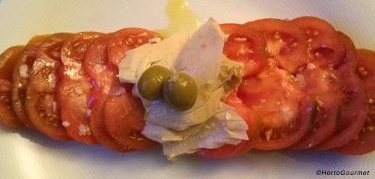 Ensalada de tomate Raf con bonito del norte
