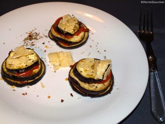 Milhojas de berenjena y tomate