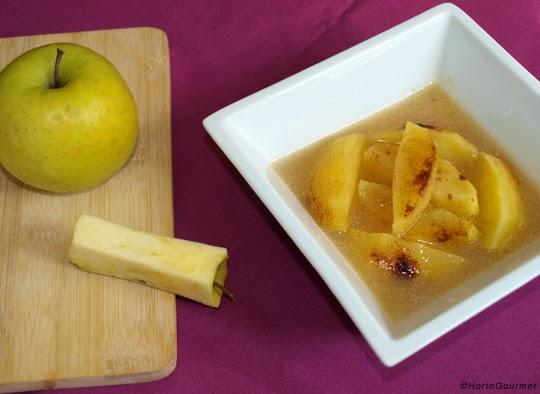 Manzana asada en estuche de vapor