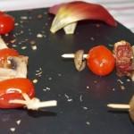 Brochetas de tomate cherry, champiñones y beicon - RECETA