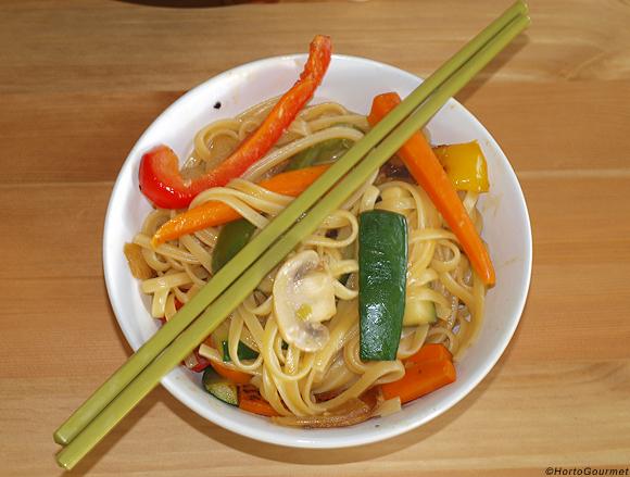 Wok de pasta y verduras