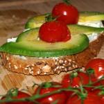 Tosta de aguacate y tomate cherry – RECETA