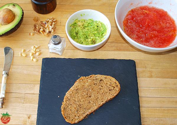 ingredientes_tosta_aguacate_frutossecos