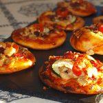 Mini pizzas de calabacín y tomate cherry - RECETA