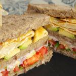 Sándwich de aguacate y huevo - RECETA