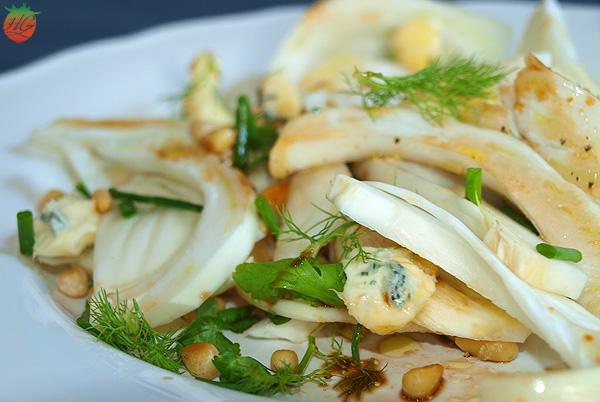 Receta Ensalada de hinojo y queso azul con piñones