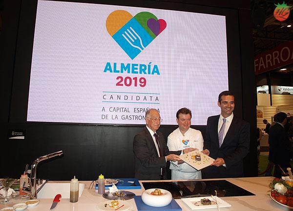 Antonio Carmona con Almería 2019