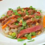 Ensalada tailandesa de fideos y ternera - RECETA