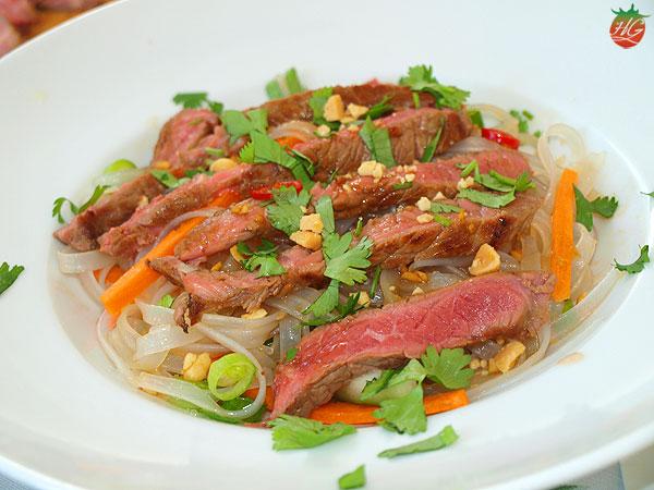 Ensalada tailandesa de fideos y ternera
