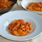 Pennoni con tomate y nuez moscada - RECETA