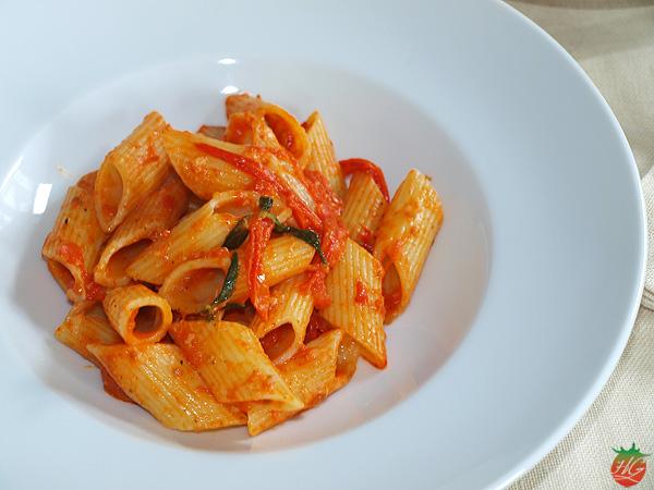 Pasta con tomate y nuez moscada Receta